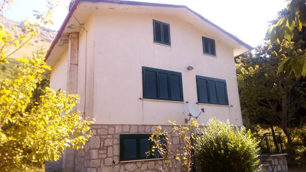 Villa in vendita a Letino, 6 locali, prezzo € 74.000 | CambioCasa.it
