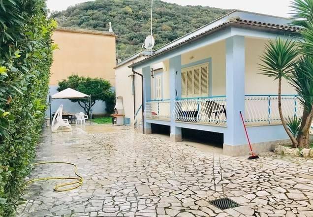 Villa in vendita a San Felice Circeo, 7 locali, prezzo € 430.000   CambioCasa.it