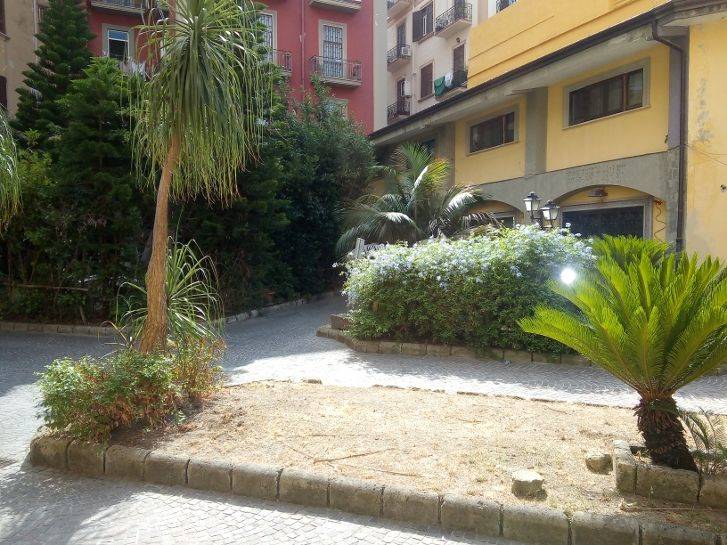 Attività commerciale in Via Luca Giordano, Vomero, Napoli