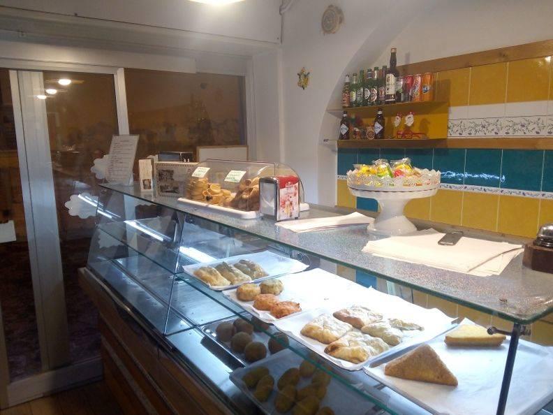 Pizzeria / Pub in Via Gasparri, Centro, Caserta