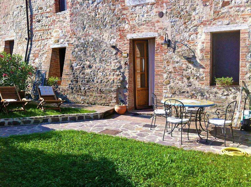 Rustico / Casale in vendita a Rapolano Terme, 2 locali, prezzo € 185.000 | CambioCasa.it