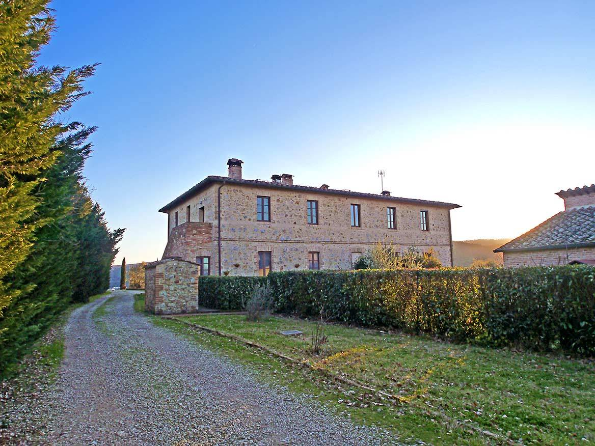 In a beautiful stone farmhouse, independent portion very well renovated on the first and top floor of 120 sqm with private garden of 120 sqm and