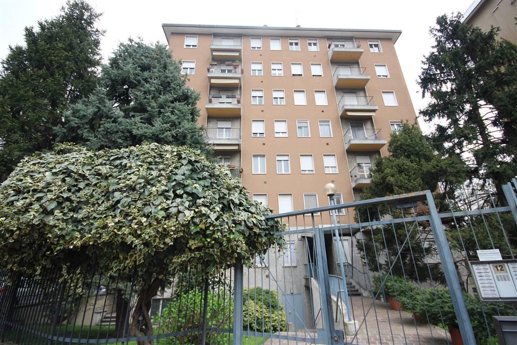 Trilocale, Bande Nere , Primaticcio , Inganni, Milano, in ottime condizioni