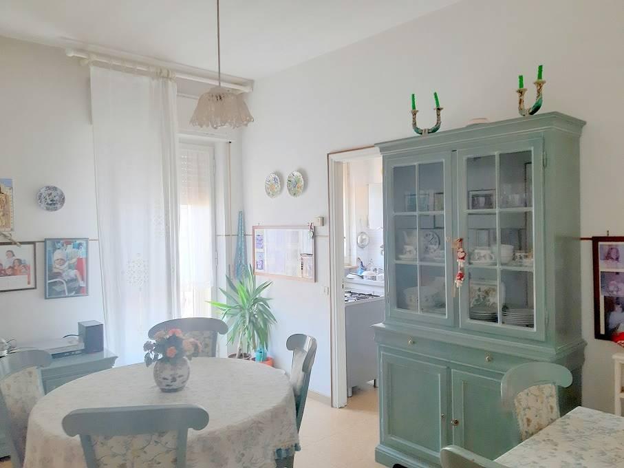 ALL IMMOBILIARE SAS propone in vendita ad OSIMO in via POMPEIANA appartamento quadrilocale con locale garage per 2/3 auto. L'abitazione al quarto