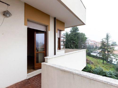 ALL IMMOBILIARE SAS propone in vendita ad OSIMO - in zona Guazzatore, e precisamente in via Bartolini - appartamento al secondo piano in palazzina
