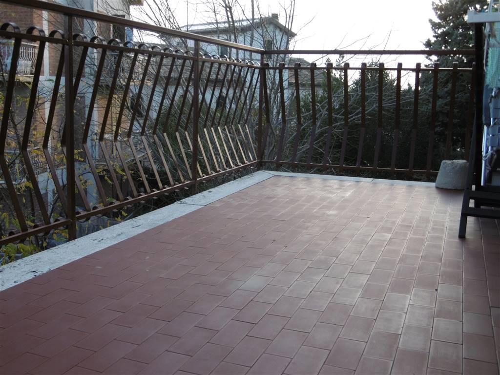 ALL IMMOBILIARE SAS propone in vendita alle porte del Centro di OSIMO - e più precisamente in via Carducci - appartamento al secondo piano di una