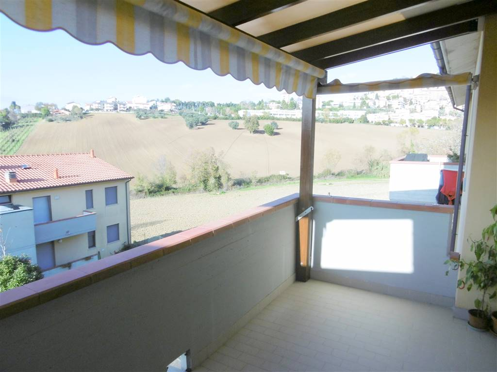 ALL IMMOBILIARE SAS propone in vendita ad OSIMO in zona residenziale molto servita, appartamento al secondo ed ultimo piano costruito nel 1999.