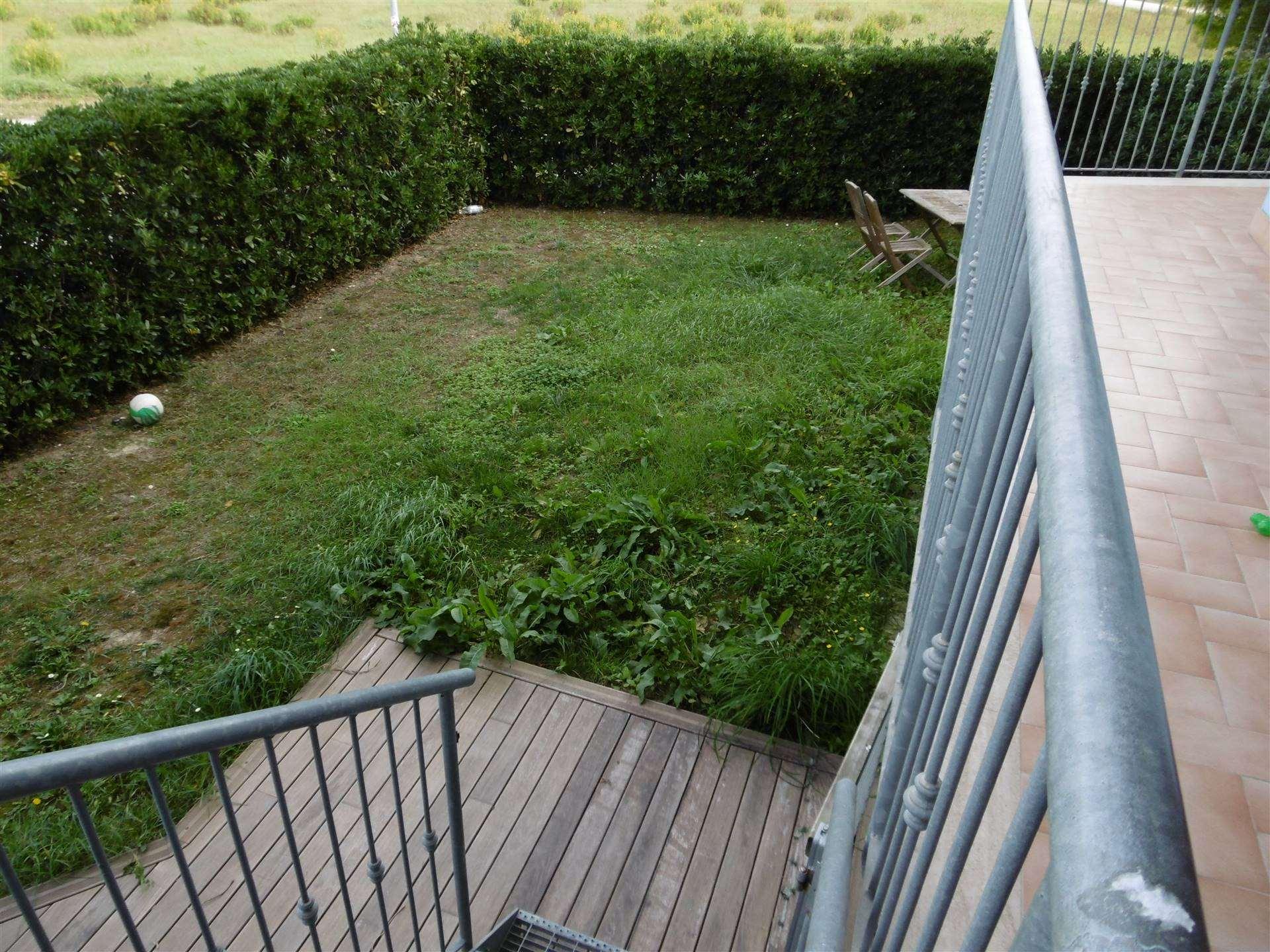 ALL IMMOBILIARE SAS propone in vendita ad OSIMO - fraz. ASPIO - appartamento del 2010 al piano terra con giardino. L'abitazione, con ingresso