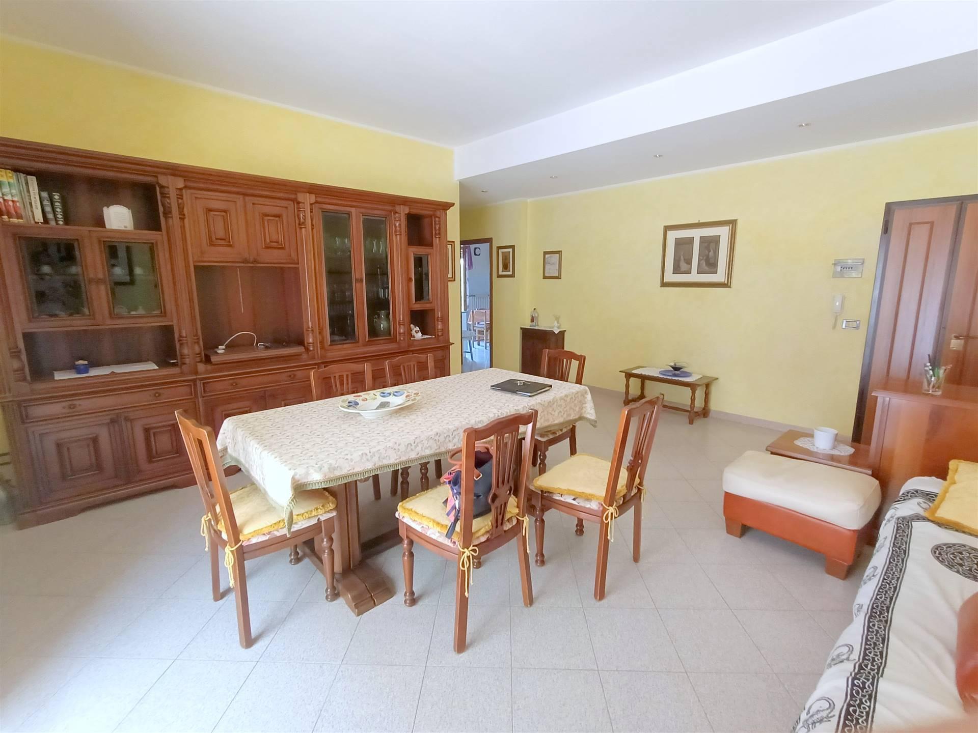 ALL IMMOBILIARE SAS propone in vendita ad OSIMO appartamento, IN BUONISSIME CONDIZIONI, al primo piano in palazzina con ascensore. L'abitazione