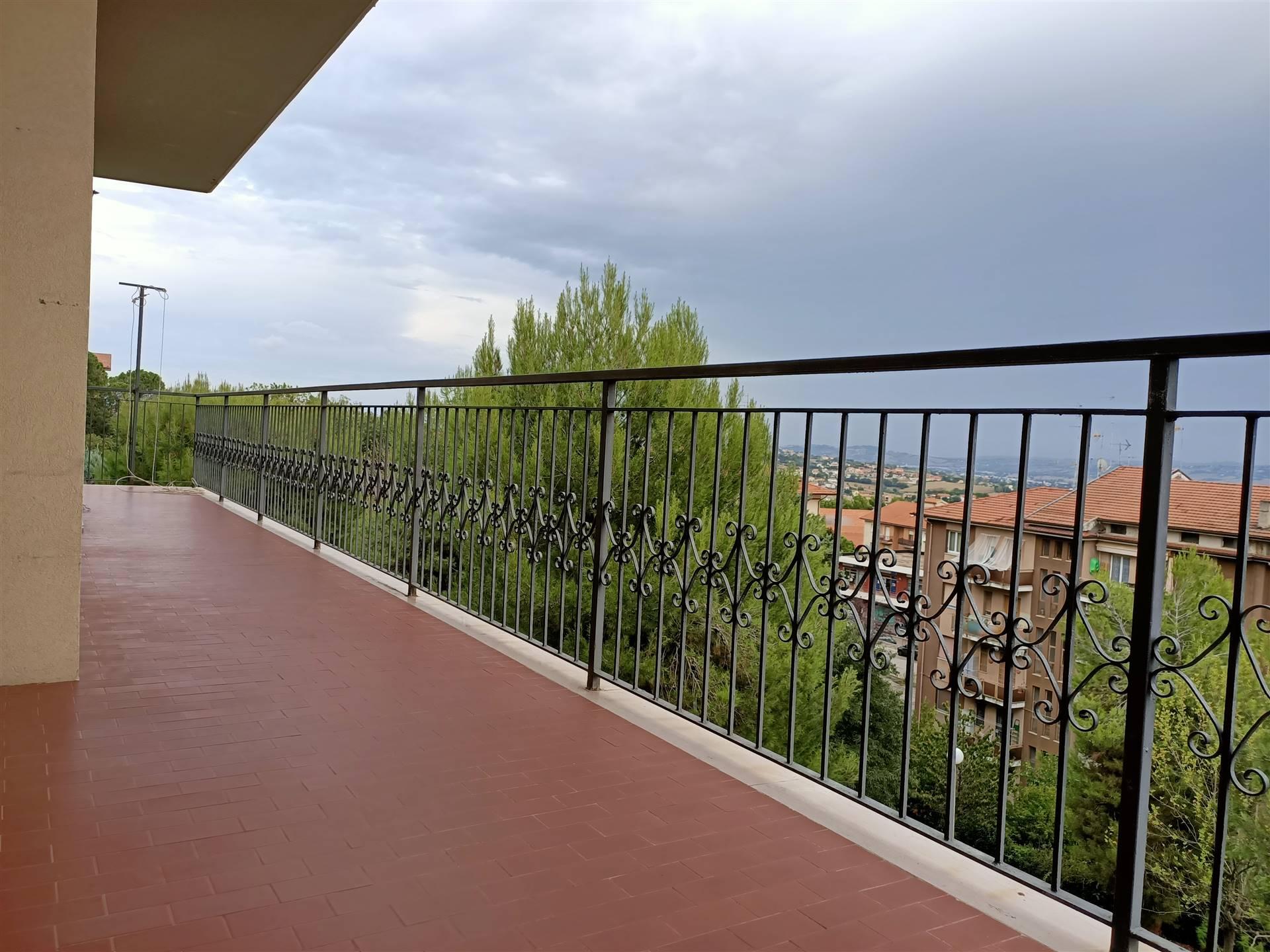 ALL IMMOBILIARE SAS propone in vendita, ad OSIMO in via Tiziano, appartamento con garage al primo piano in palazzina residenziale. L'abitazione, di