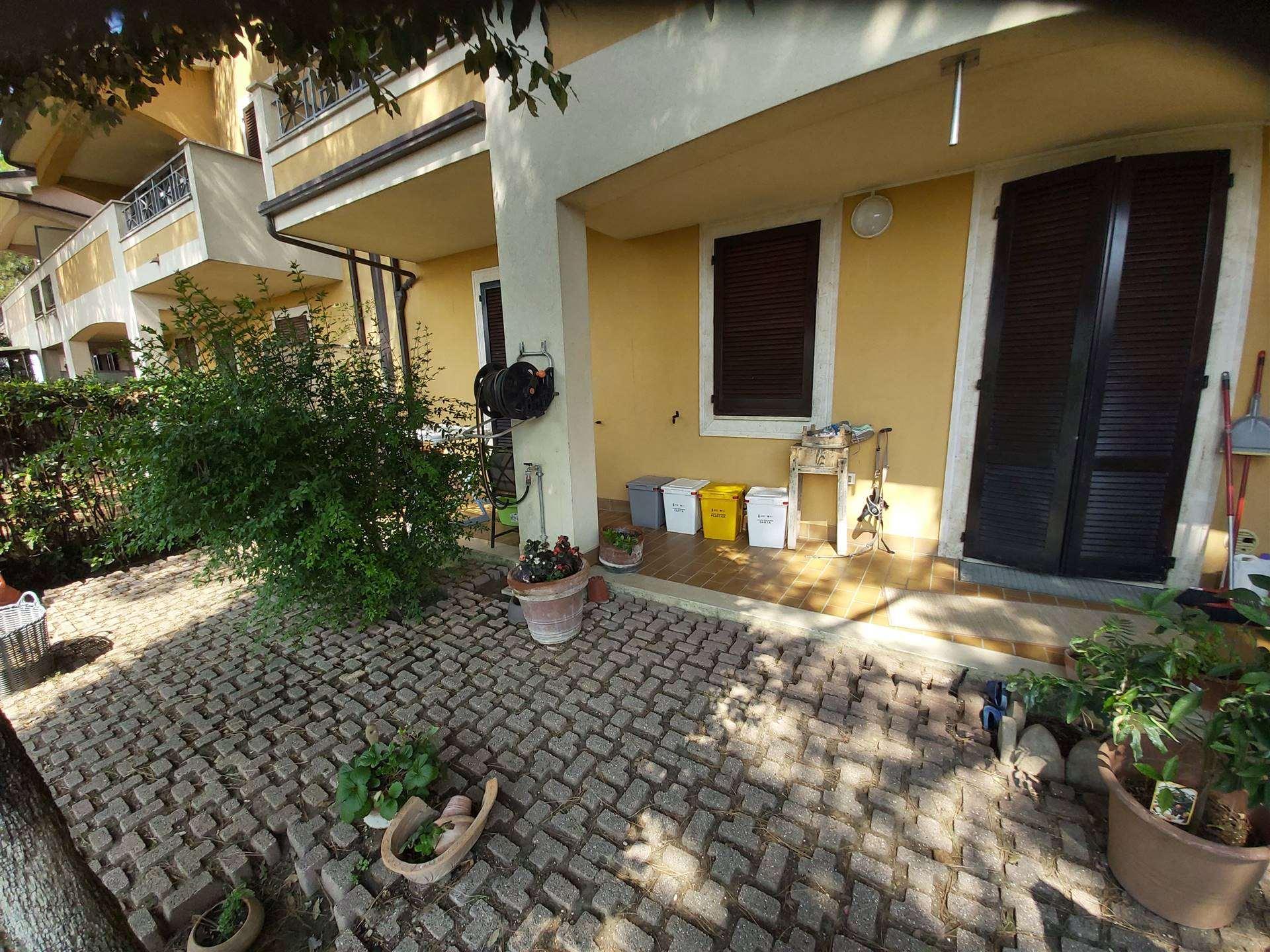 ALL IMMOBILIARE SAS propone in vendita ad OSIMO - località CAMPOCAVALLO - appartamento al piano terra con ampio giardino e garage. L'abitazione