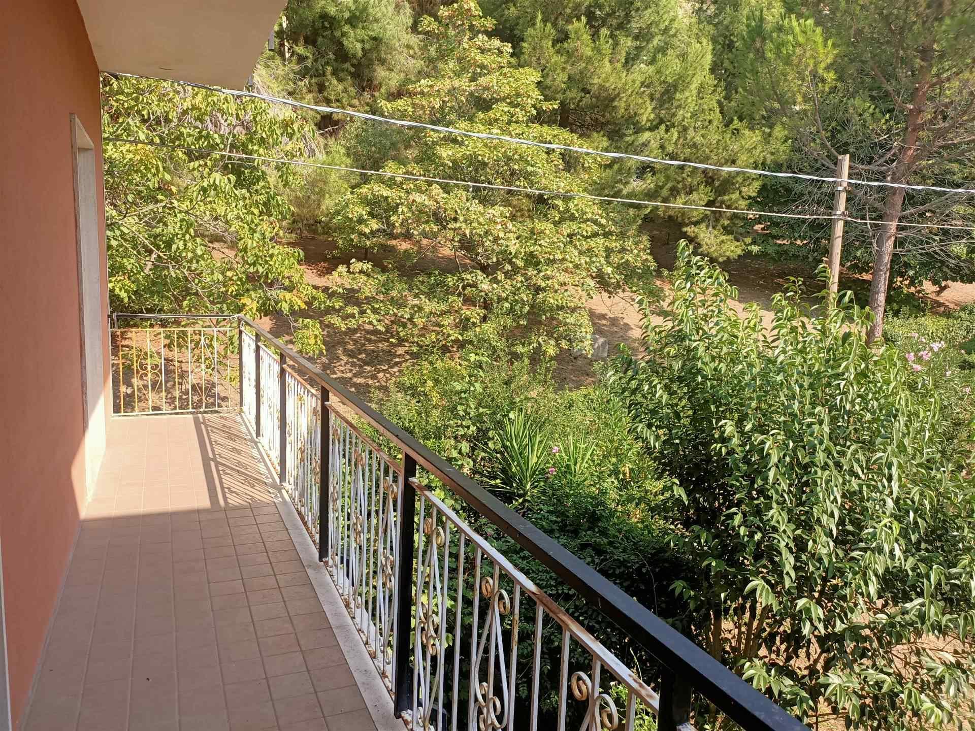 OSIMO, Wohnung zu verkaufen von 90 Qm, Renovierungsbeduerftig, Heizung Unabhaengig, Energie-klasse: G, Epi: 175 kwh/m2 jahr, am boden 2° auf 3,