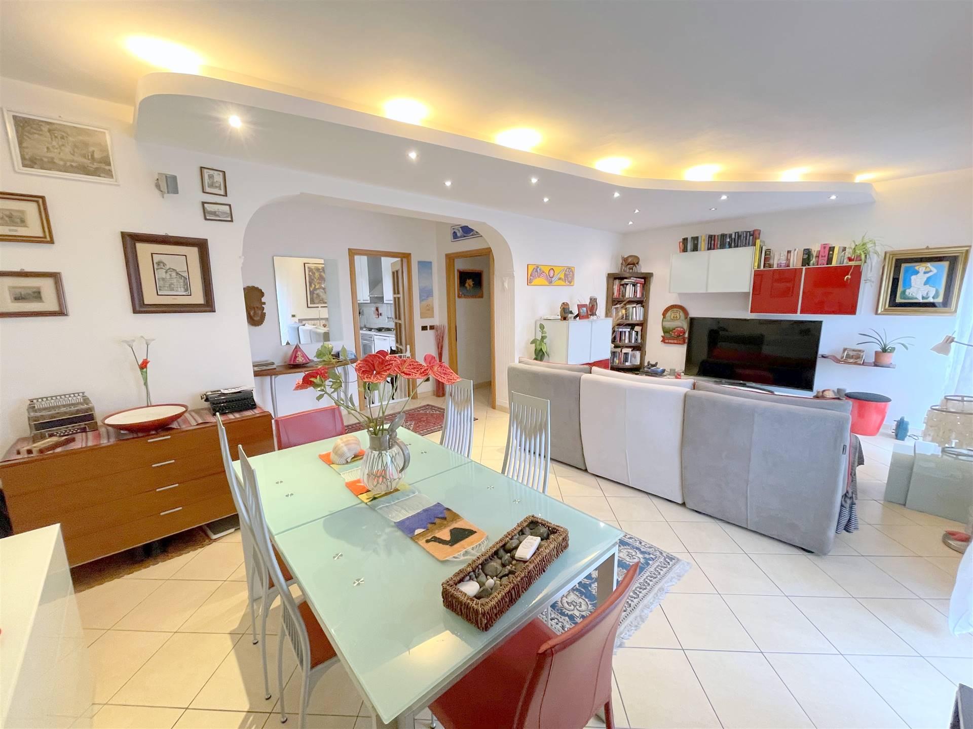 SAN BIAGIO, OSIMO, Wohnung zu verkaufen von 128 Qm, Renoviert, Heizung Unabhaengig, am boden 2° auf 3, zusammengestellt von: 7 Raume, Separate Küche,