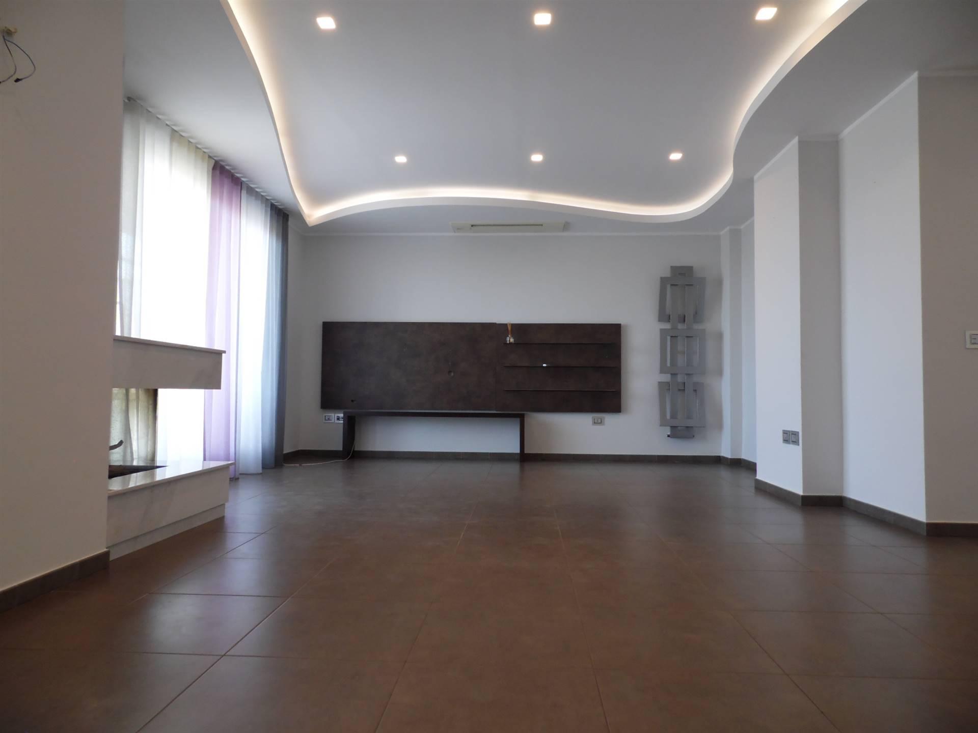 EUROPA / DE GASPERI, SALERNO, Appartamento in vendita di 125 Mq, Ristrutturato, Riscaldamento Autonomo, posto al piano 8°, composto da: 4 Vani,