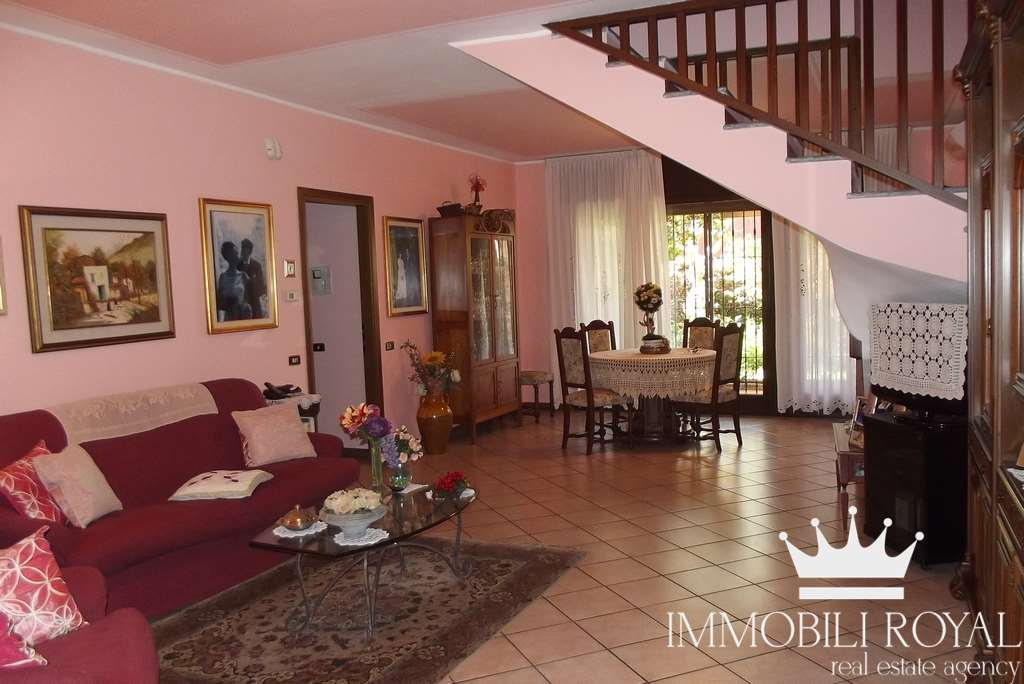 Villa a schiera in Via Bellinzona, San Biagio, Cazzaniga, Monza