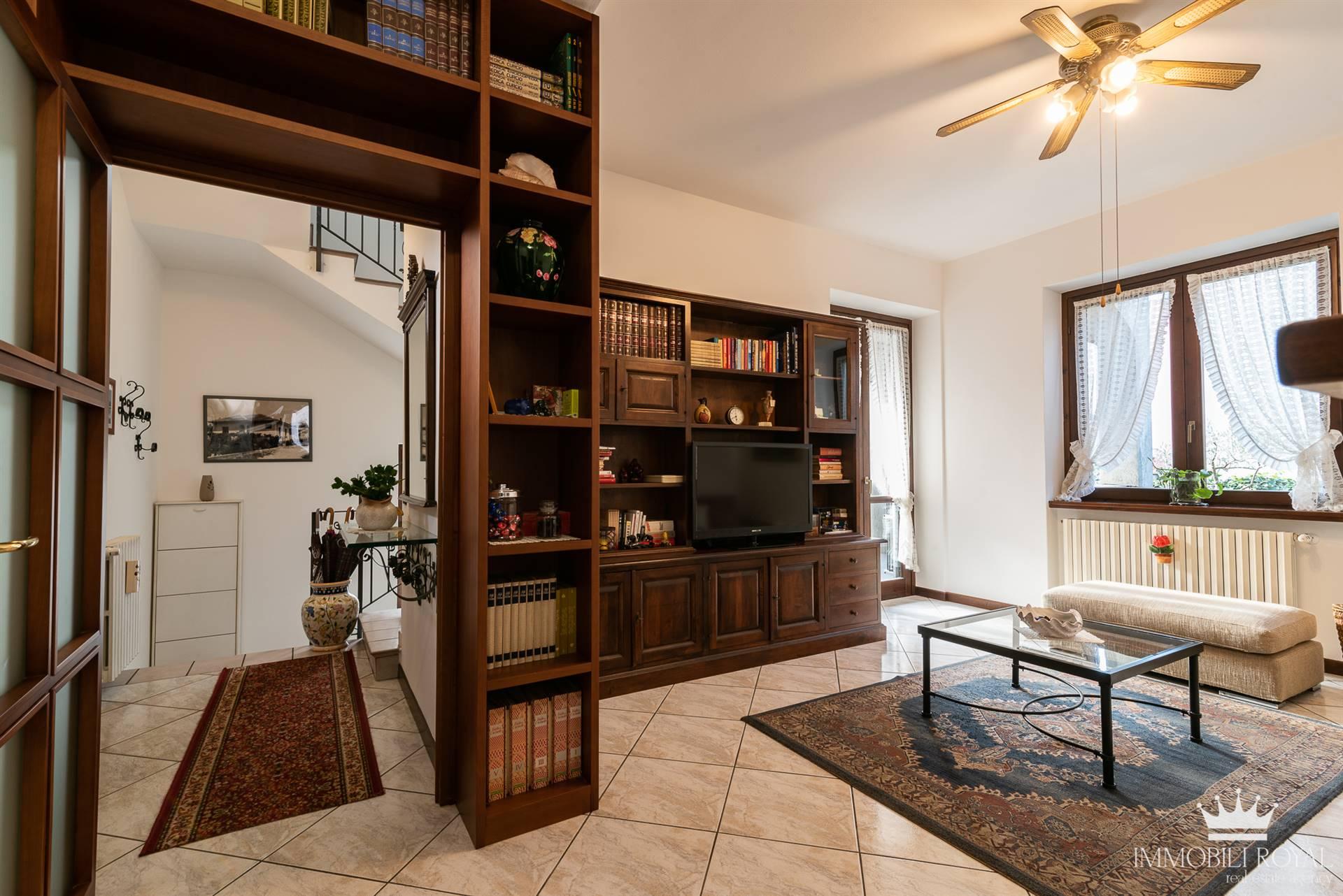 Villa in vendita a Saronno, 4 locali, zona Zona: Centro, prezzo € 465.000   CambioCasa.it