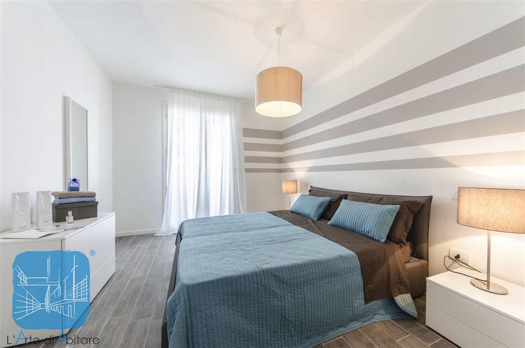 Nella graziosa cornice del Wave Village 2, residence con piscina in zona centralissima ai servizi, disponiamo di un bellissimo appartamento ARREDATO