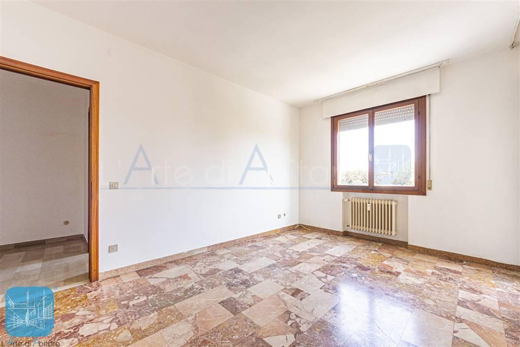 Appartamento in vendita a Martellago, 5 locali, zona Località: MARTELLAGO, prezzo € 73.000 | PortaleAgenzieImmobiliari.it