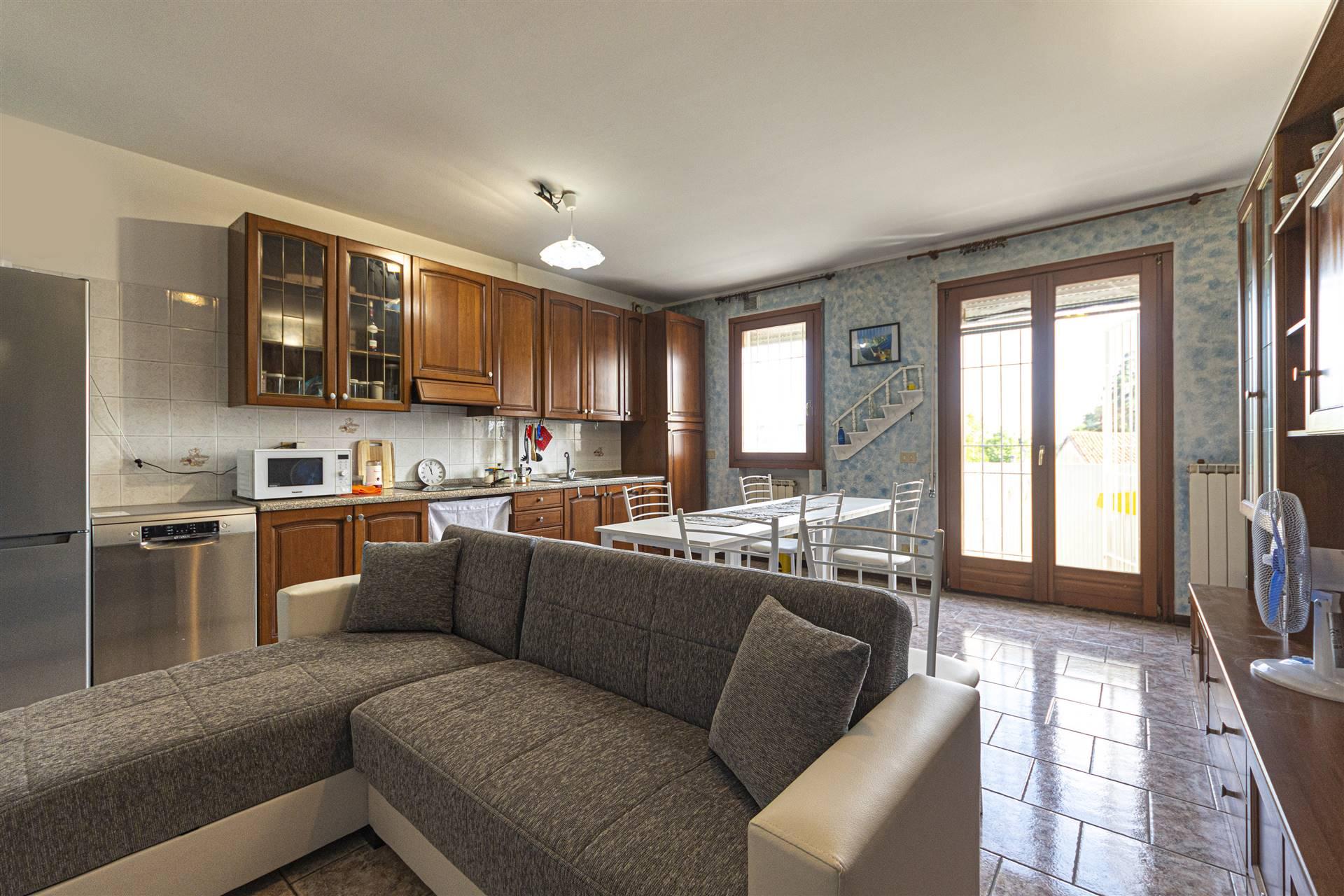 Appartamento in vendita a Santa Maria di Sala, 4 locali, zona liano, prezzo € 110.000   PortaleAgenzieImmobiliari.it