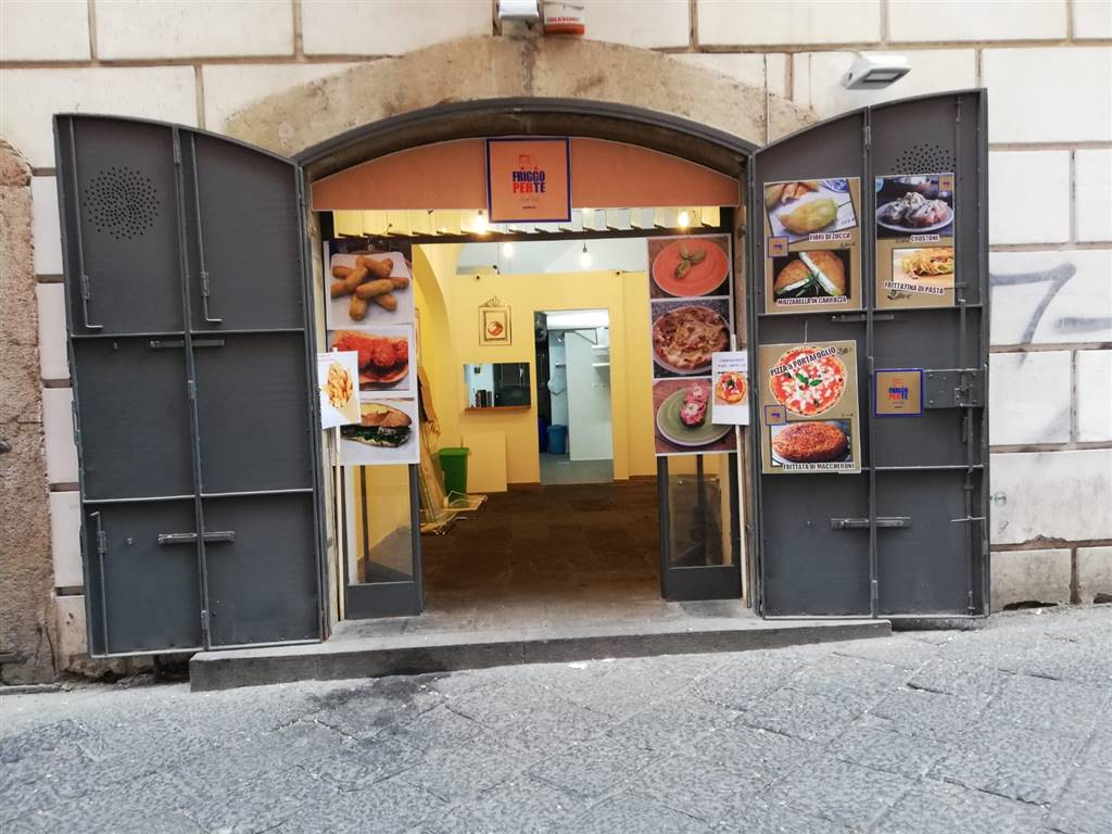 CENTRO STORICO, SALERNO, Shop for rent of 30 Sq. mt., Restored, Energetic class: G, placed at Ground, composed by: 1 Room, 1 Bathroom, Price: € 600