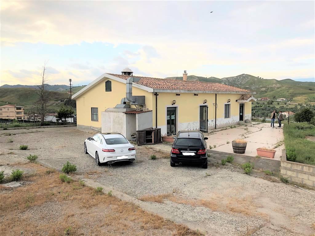 Locale commerciale in Viale Emilia, Santa Maria, Catanzaro
