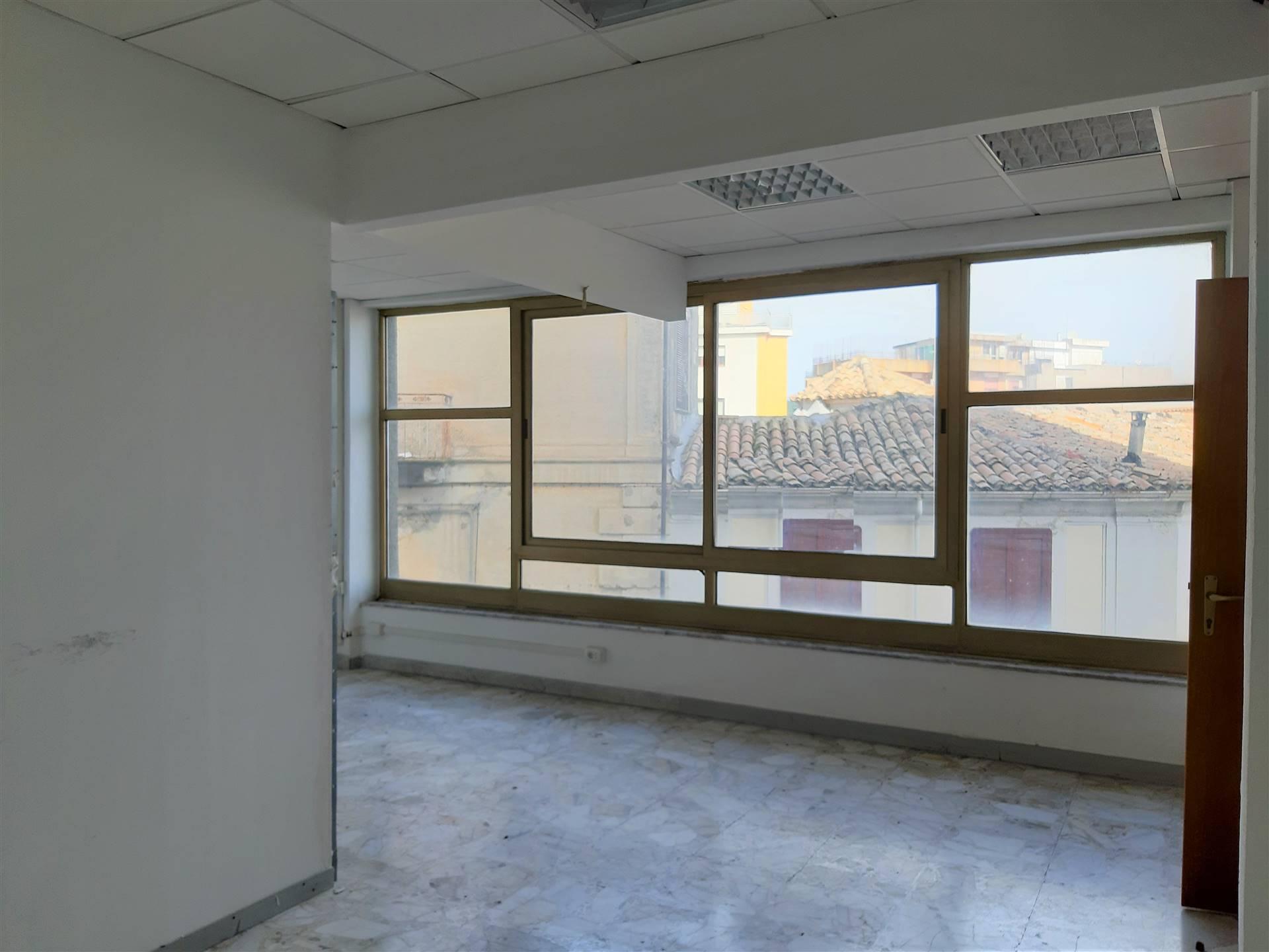 Ufficio / Studio in vendita a Catanzaro, 7 locali, zona Zona: Indipendenza - C.so Mazzini , Trattative riservate | CambioCasa.it