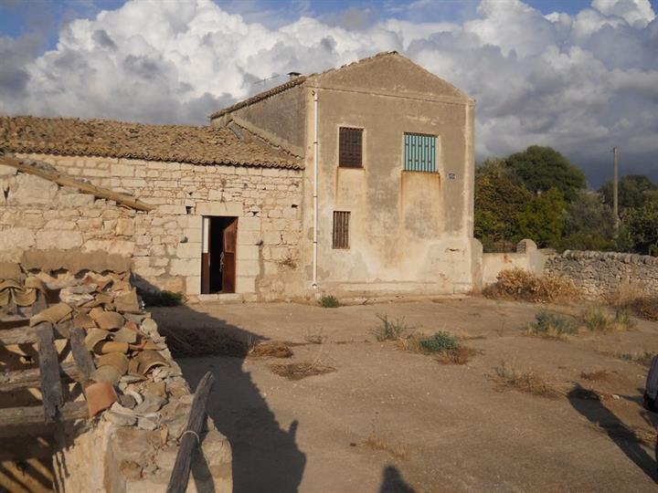 Rustico casale, Santa Croce Camerina, da ristrutturare