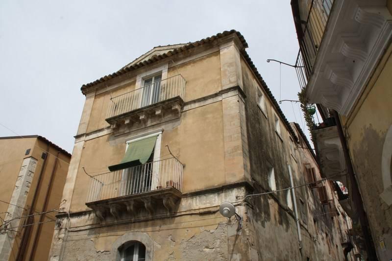 Palazzo in Via G. Sammito - Via Sulsenti, Ecce Homo, Ragusa