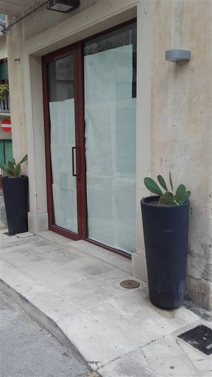 RAGUSA IBLA, RAGUSA, Shop for rent of 45 Sq. mt., Excellent Condition, Energetic class: G, Epi: 175 kwh/m3 year, placed at Ground, composed by: 1