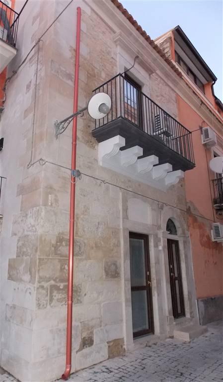Soluzione Semindipendente in affitto a Ragusa, 2 locali, zona Località: CENTRO STORICO BASSO, prezzo € 350 | CambioCasa.it