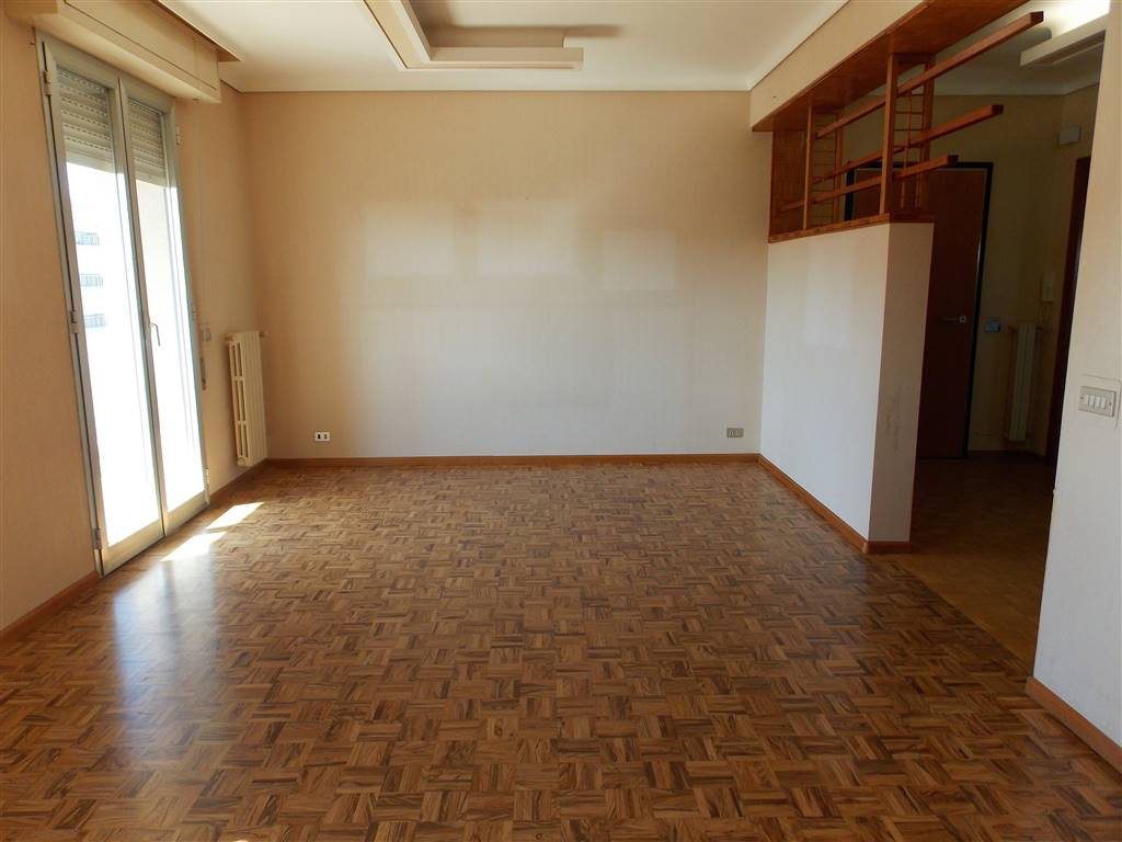 PERIFERIA URBANA, RAGUSA, Apartment for rent of 110 Sq. mt., Good condition, Heating Individual heating system, Energetic class: C, placed at 5° on 7,