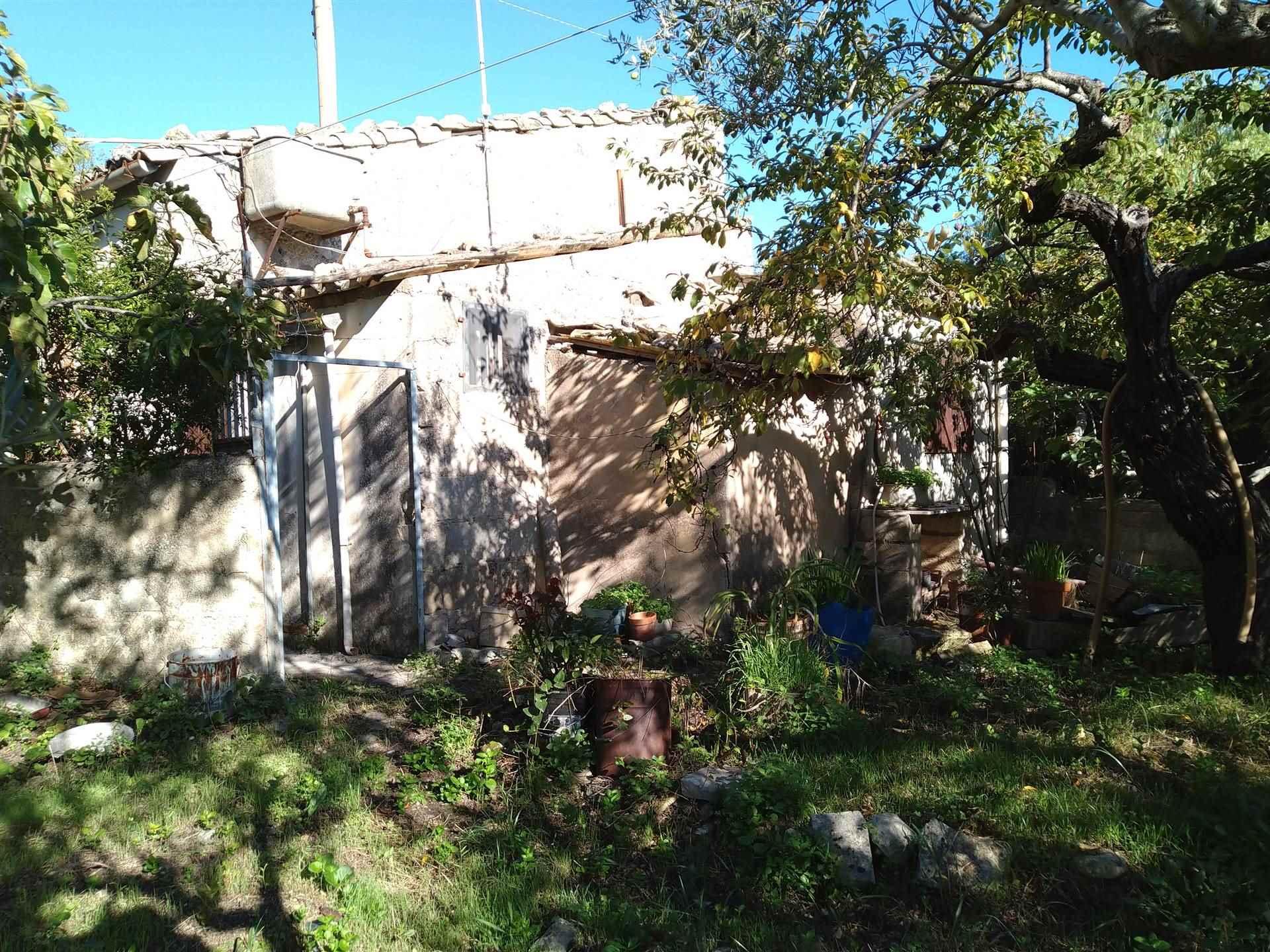prospetto casa lato giardino