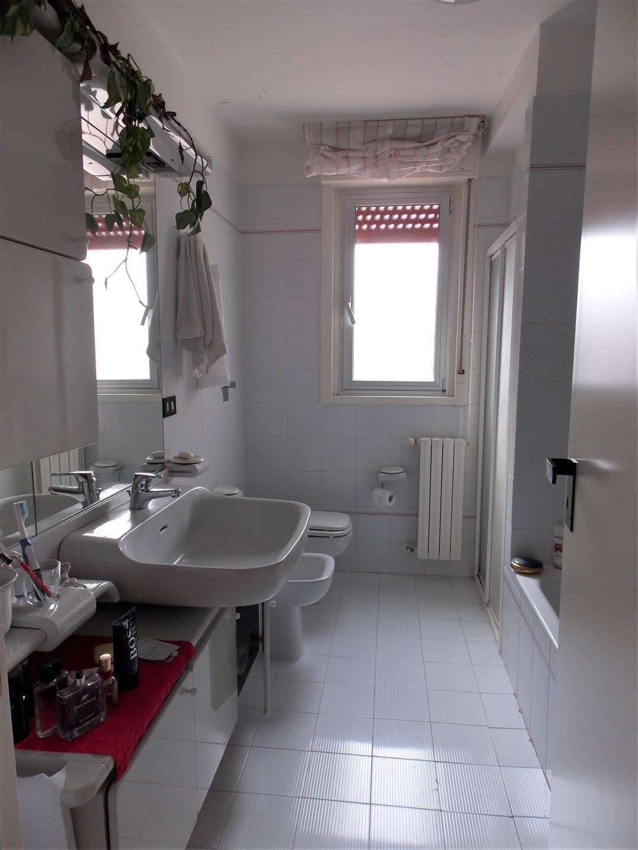 servizio con doccia e vasca