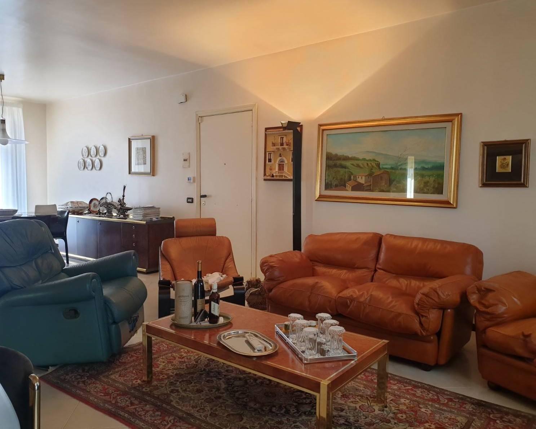 Appartamento in affitto a Ragusa, 4 locali, zona Località: PERIFERIA URBANA, prezzo € 450 | CambioCasa.it