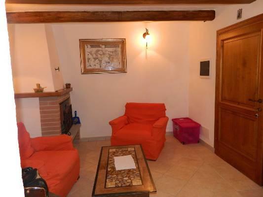 Soluzione Semindipendente in affitto a Fivizzano, 5 locali, zona Località: MONZONE, prezzo € 300   CambioCasa.it