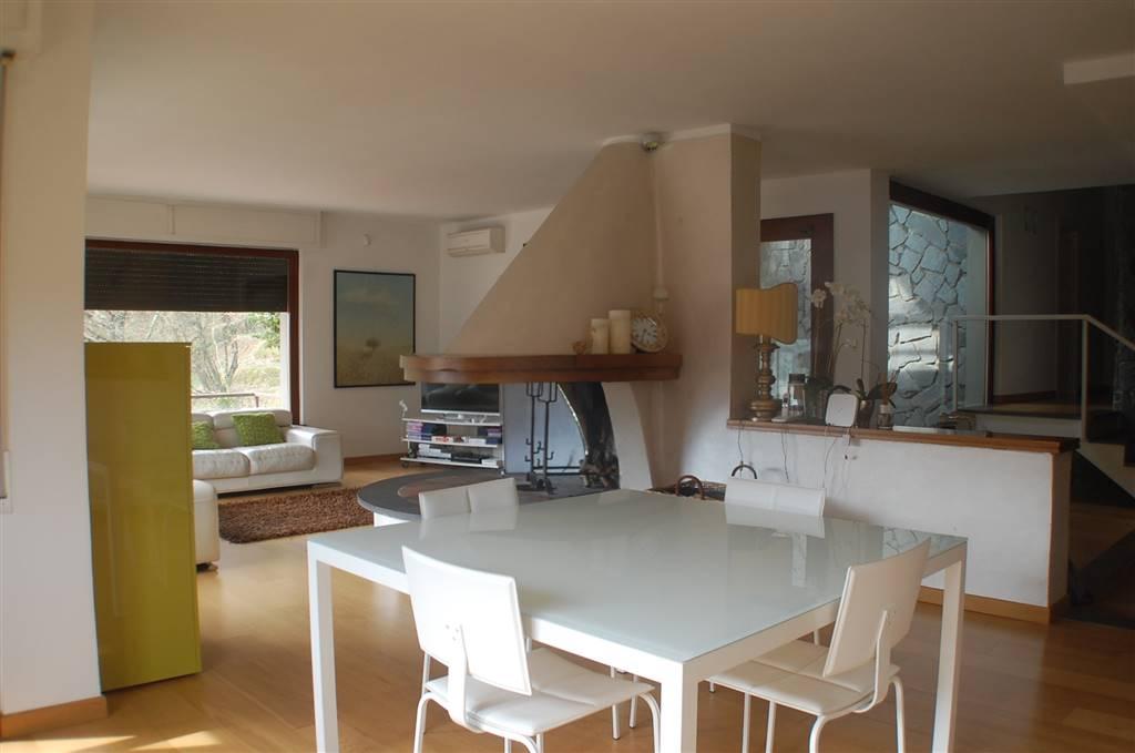 Villa in vendita a Podenzana, 8 locali, Trattative riservate | PortaleAgenzieImmobiliari.it