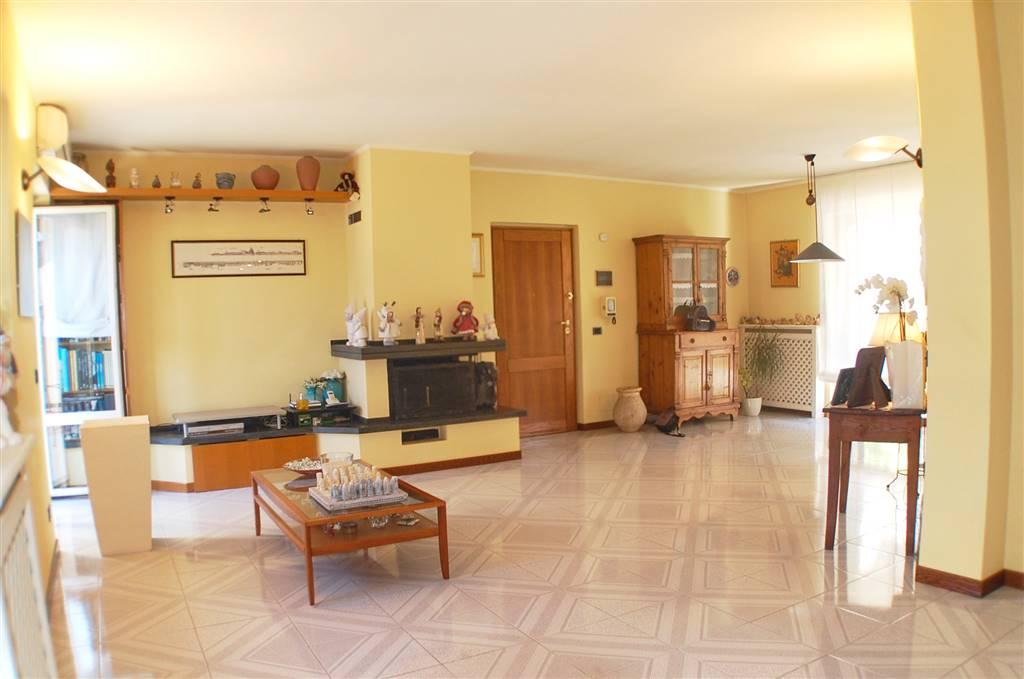 Appartamento in vendita a Aulla, 8 locali, prezzo € 200.000 | PortaleAgenzieImmobiliari.it