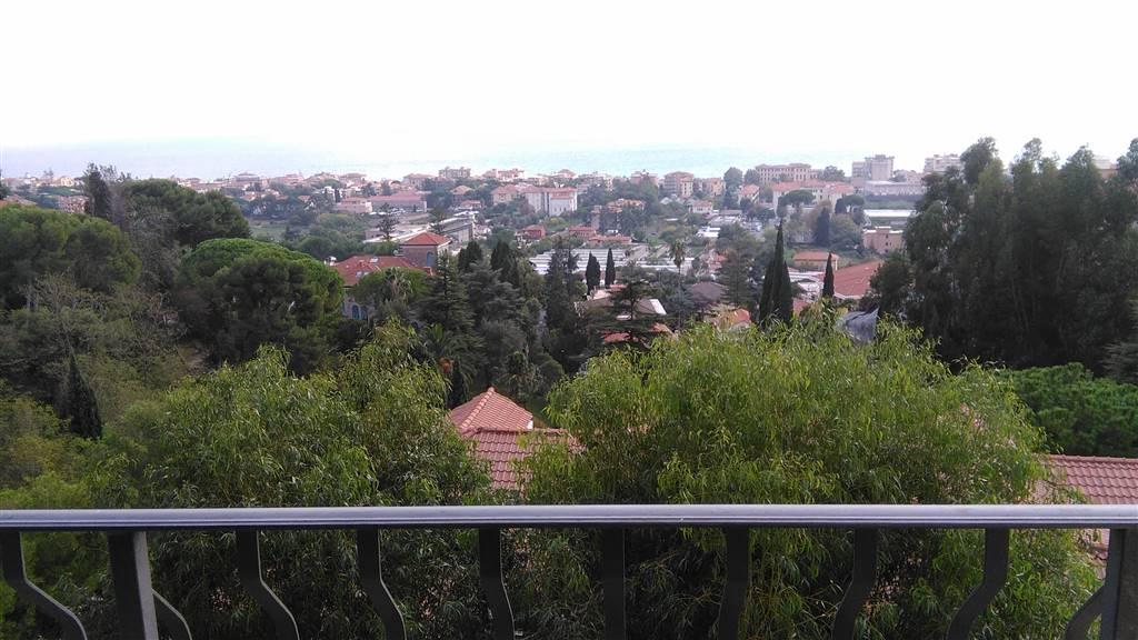 Appartamento in vendita a Vallecrosia, 3 locali, prezzo € 260.000 | CambioCasa.it