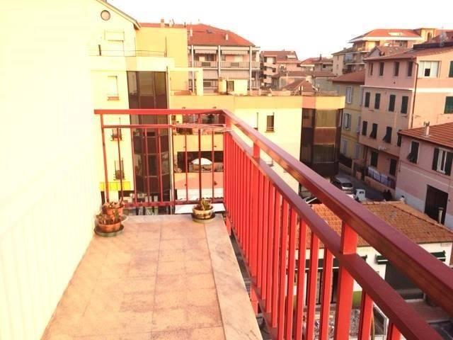 Appartamento in vendita a Ventimiglia, 4 locali, prezzo € 230.000 | CambioCasa.it