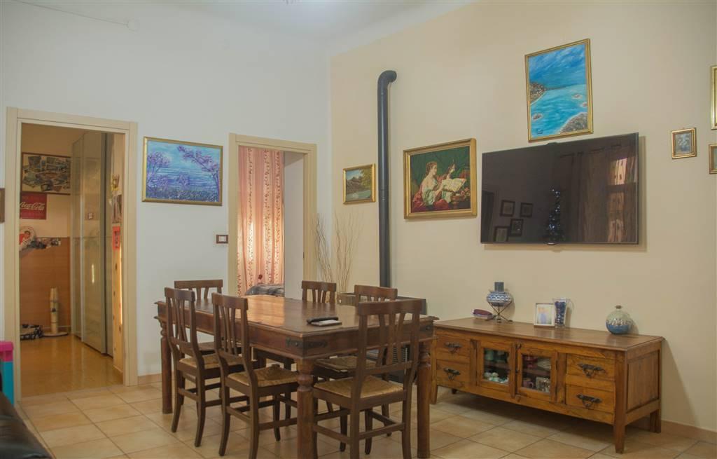 Appartamento in vendita a Ventimiglia, 6 locali, prezzo € 190.000 | CambioCasa.it