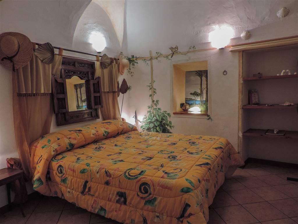 Appartamento in vendita a Bordighera, 3 locali, zona Località: BORGO STORICO, prezzo € 195.000   CambioCasa.it