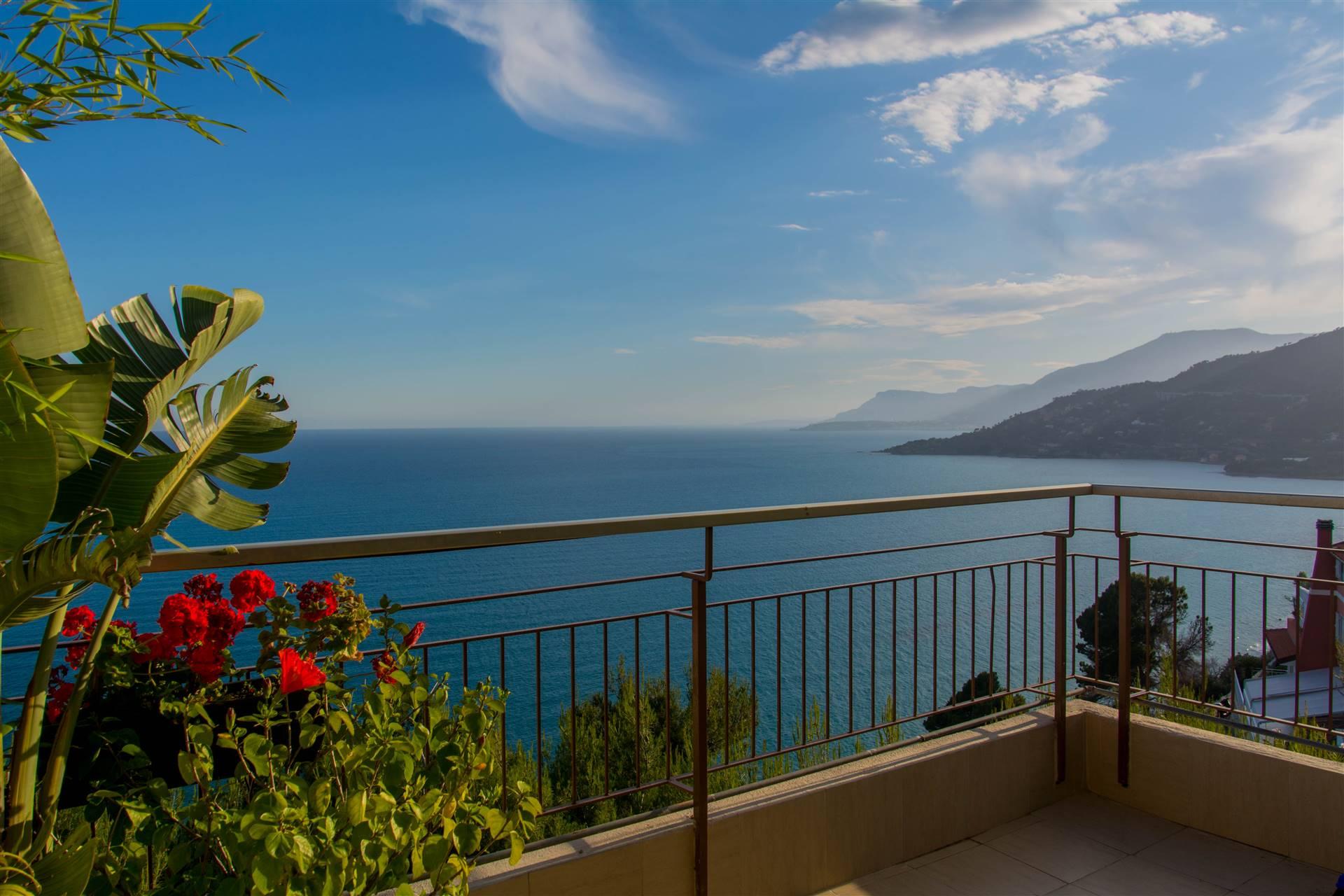 Appartamento in vendita a Ventimiglia, 2 locali, zona Zona: Ville, prezzo € 250.000 | CambioCasa.it