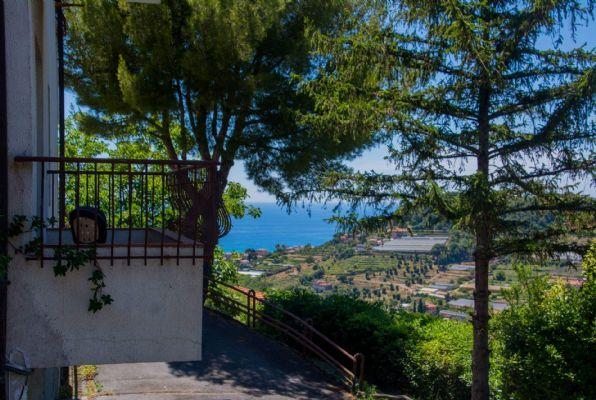 Appartamento in vendita a Bordighera, 3 locali, prezzo € 250.000   CambioCasa.it
