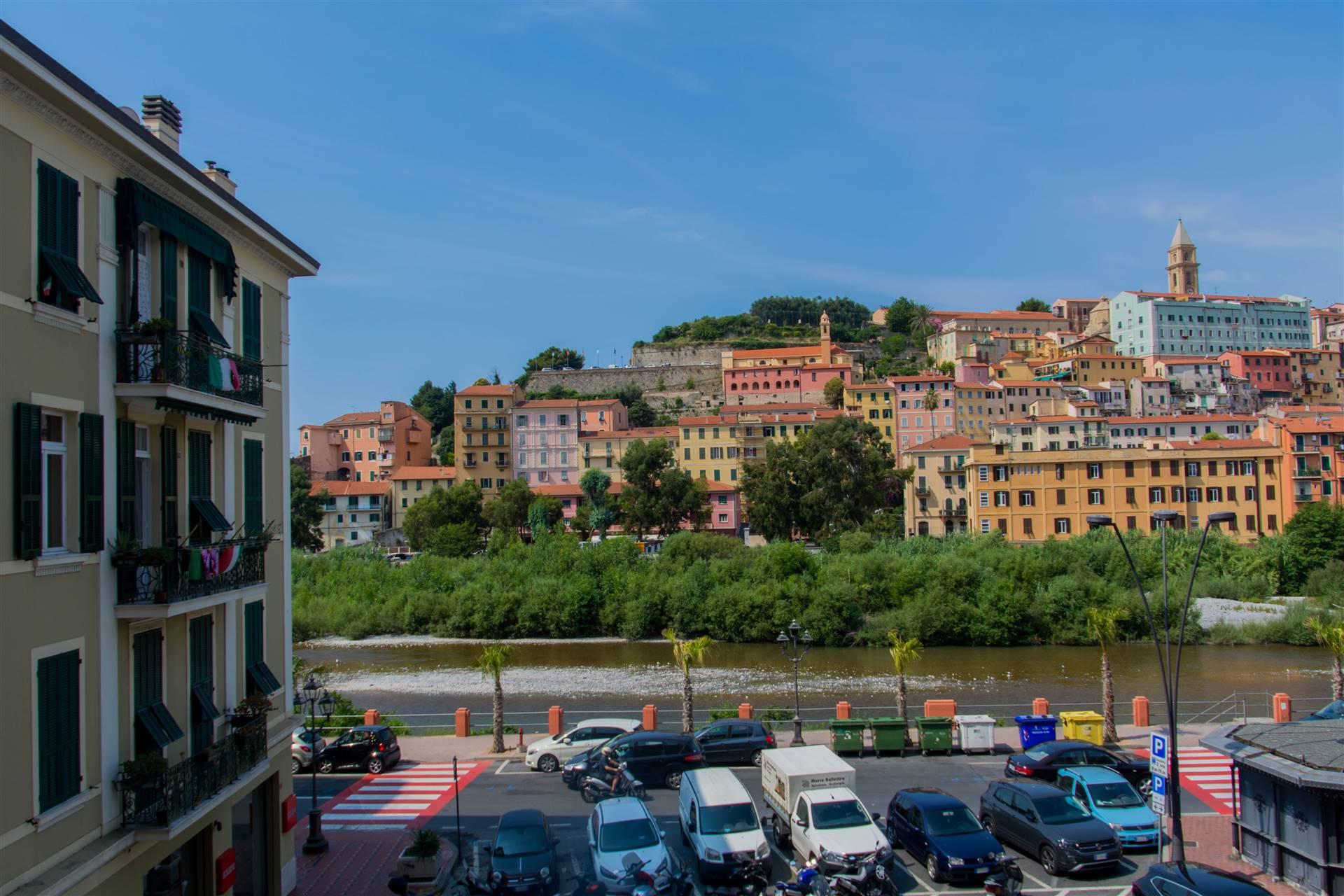 Appartamento in vendita a Ventimiglia, 5 locali, prezzo € 200.000 | CambioCasa.it