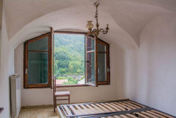 Appartamento in vendita a Rocchetta Nervina, 6 locali, prezzo € 95.000   CambioCasa.it