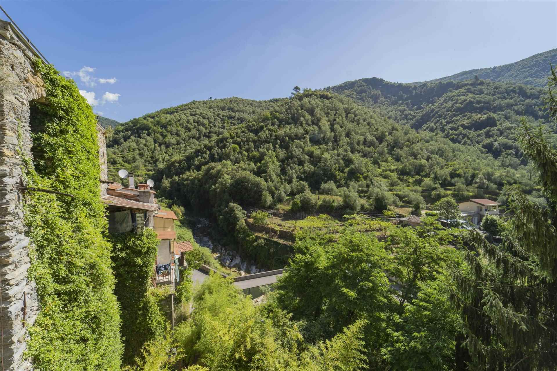 Appartamento in vendita a Rocchetta Nervina, 5 locali, prezzo € 90.000   CambioCasa.it