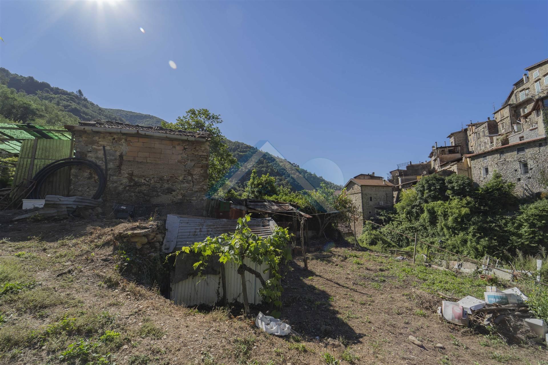 Rustico / Casale in vendita a Rocchetta Nervina, 5 locali, prezzo € 80.000   CambioCasa.it