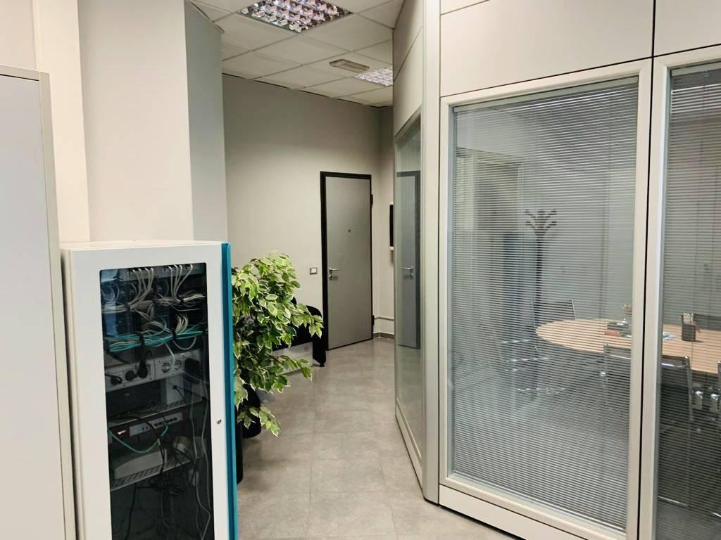 Per chi cerca un ufficio elegante, situato in zona ad alto passaggio, ma al contempo comoda da raggiungere, questa è la soluzione ideale situato al
