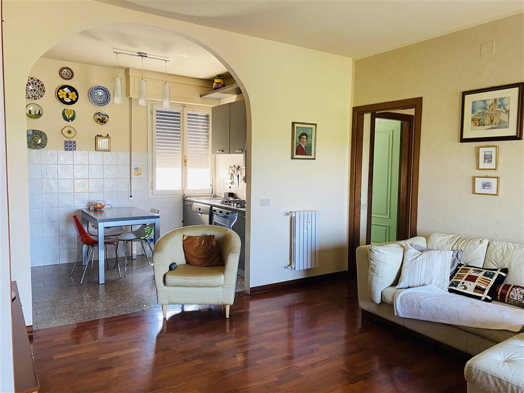 PORTA A LUCCA, PISA, Penthouse for sale of 130 Sq. mt., Heating Centralized, Energetic class: G, placed at 5° on 5, composed by: 6 Rooms, Separate