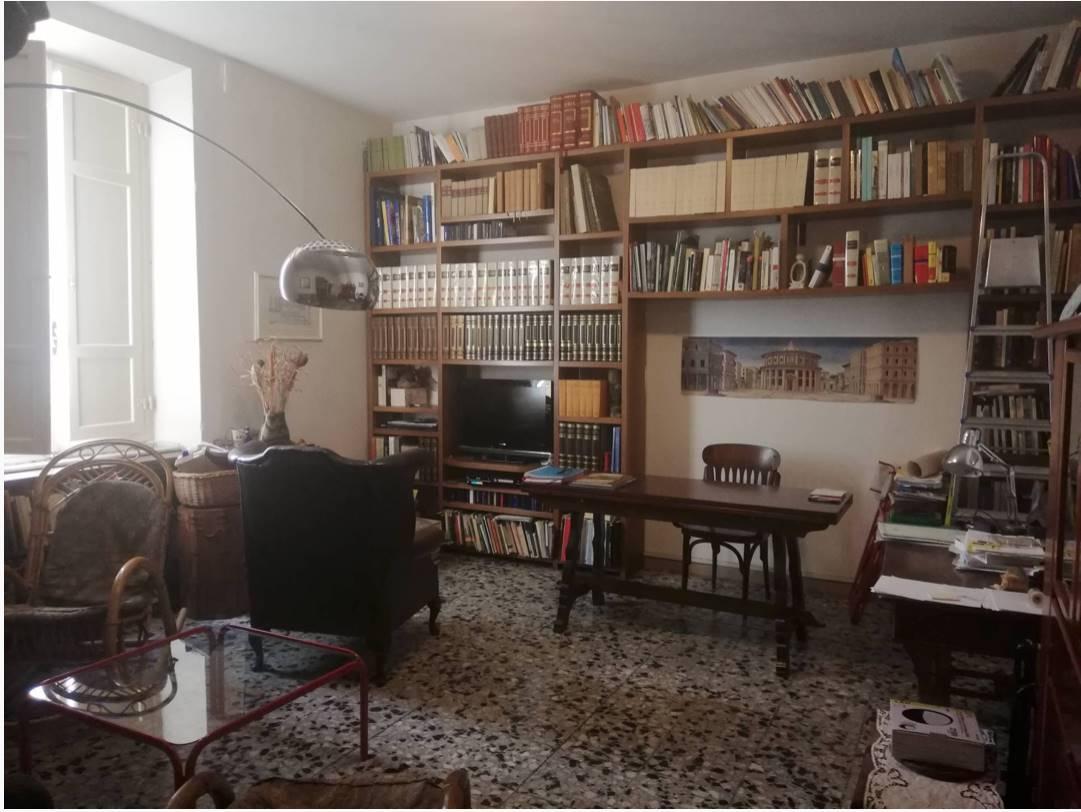 Rif.2210MMCOL PISA - 'In pieno centro storico nell'antico quartiere di Santa Maria a 20 metri dal Borgo Stretto, al 2° piano s.a., grazioso trilocale
